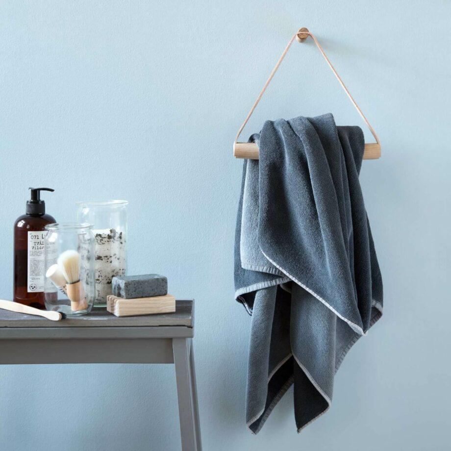 Handdoekenring by Wirth towel hanger eiken bijensen