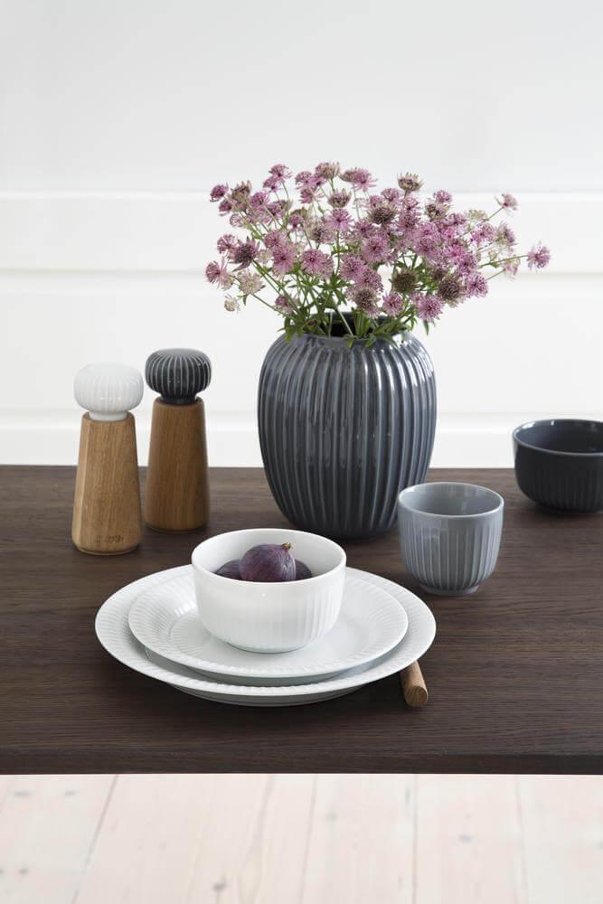 Hammershøi servies met marmergrijs kop en wit ontbijtschaal