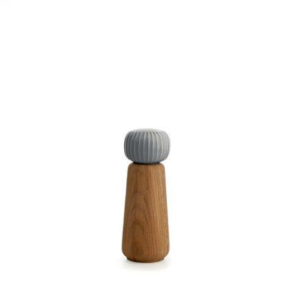 Zoutmolen of pepermolen van eikenhout en licht grijs keramiek