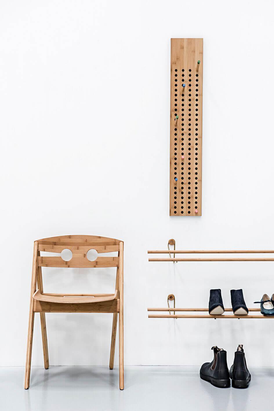 Design kapstok, stoel en schoenenrek van We Do Wood