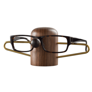 Nosey brillenhouder van walnotenhout gemaakt door dot aarhus
