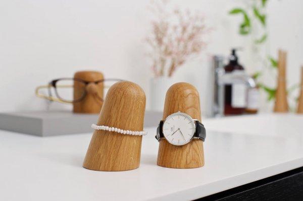 Horlogehouder of armbandhouder van dot aarhus in massief eikenhout