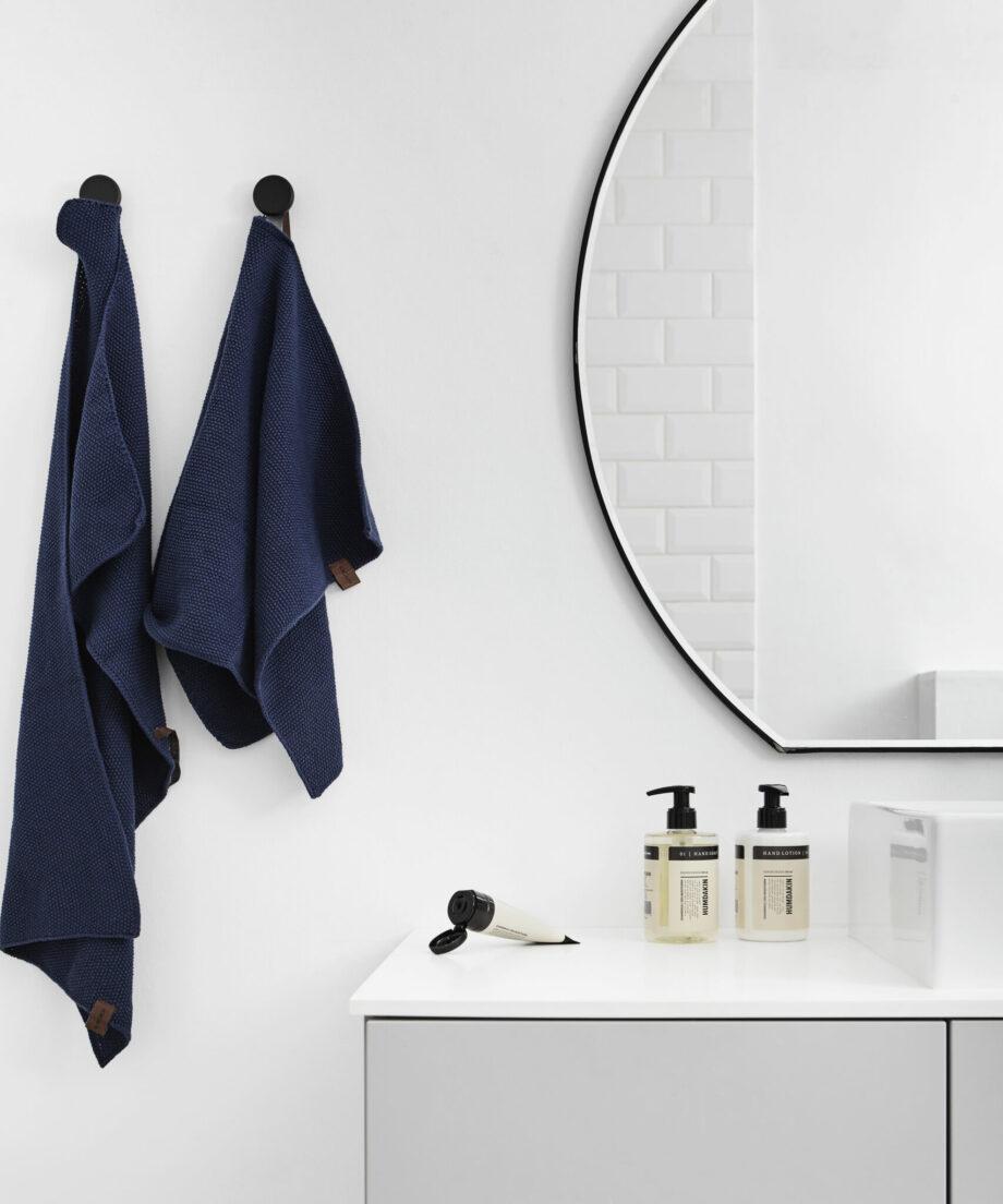 Humdakin handlotion en handzeep handdoek seablue in de badkamer