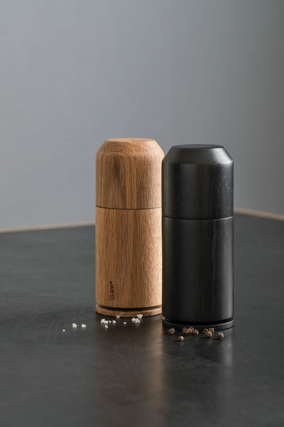 by Wirth kruidenmolen Crush Me houten zoutmolen pepermolen zwart eikenhout