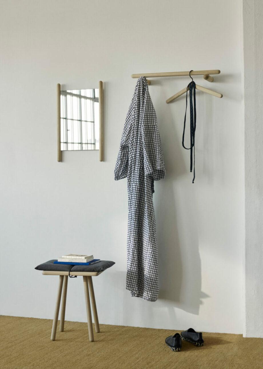 Spiegel en kapstok Georg eikenhout minimalistisch Scandinavisch design skagerak Denmark byJensen