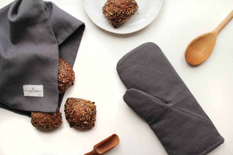 Grijze theedoek en ovenwant van biologisch katoen the organic company byjensen