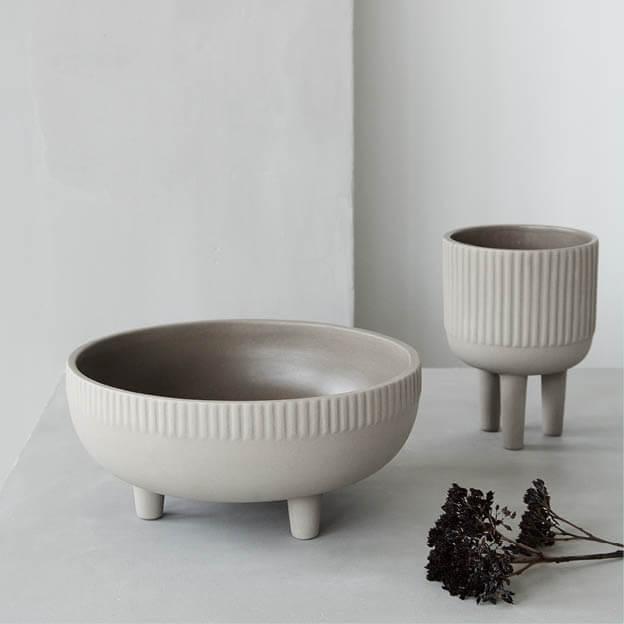 Bowl schaal en bloempot op pootjes van Kristina Dam Studio byJensen