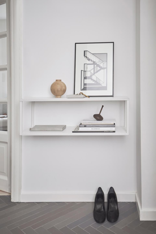 Gril Wall Shelf stalen wandkast minimalistische wit staal van Kristina Dam Studio byJensen