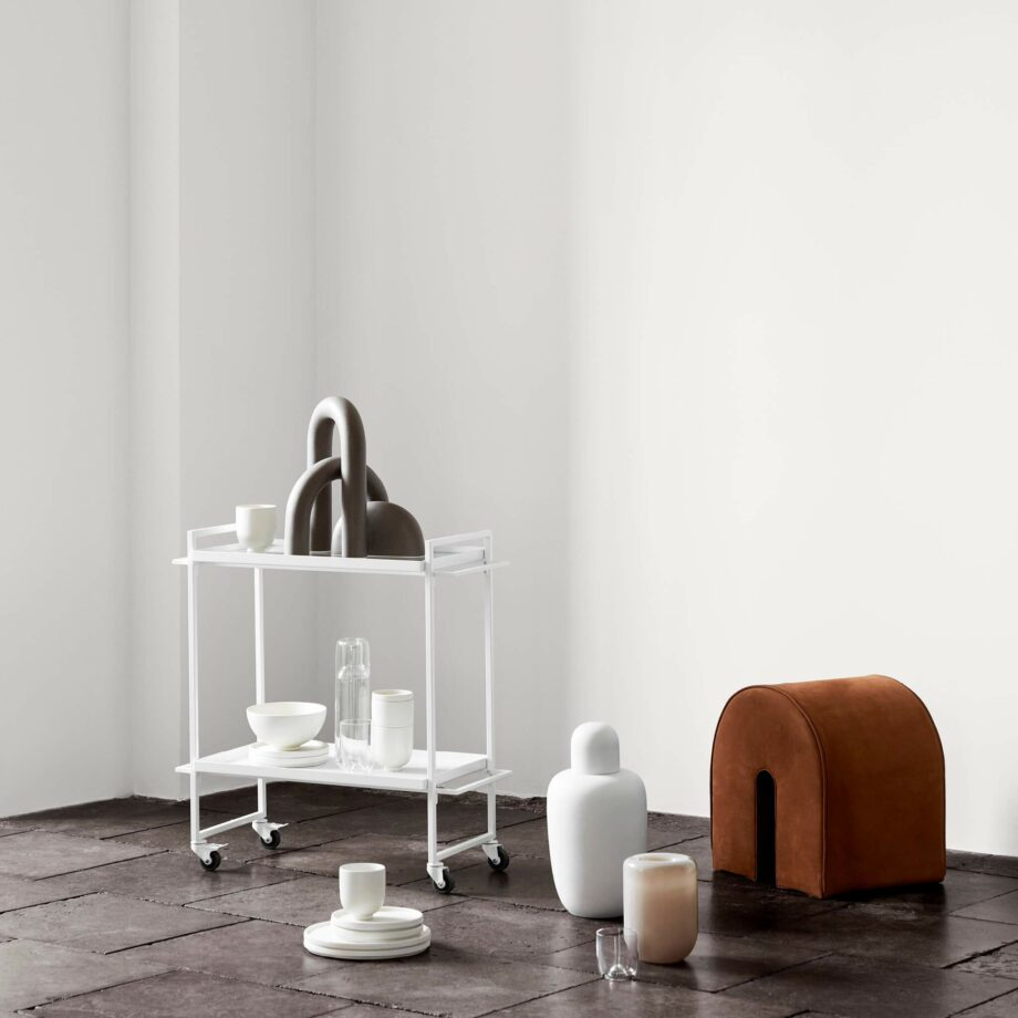 Bauhause trolley en Setomono servies van Kristina Dam Studio