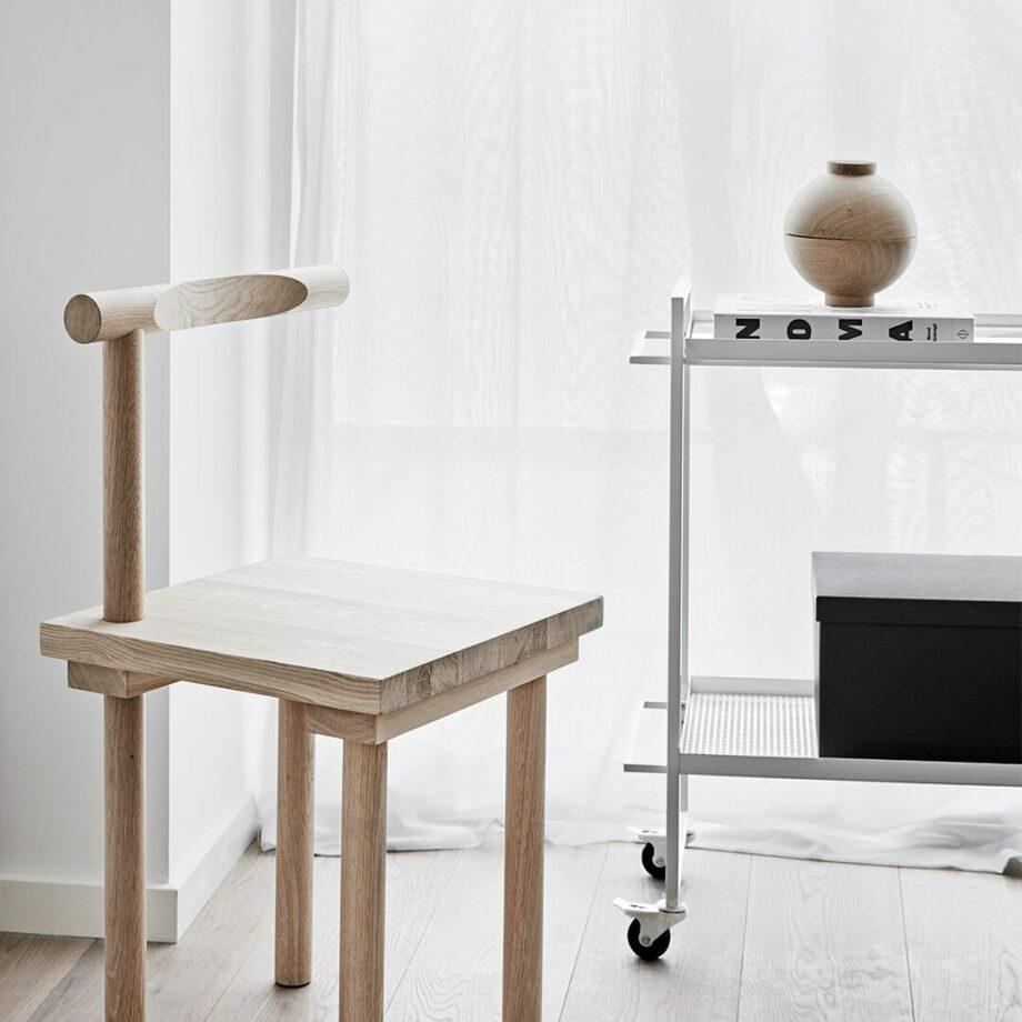 Witte Bauhaus trolley en wooden sphere opberger Kristina Dam Studio