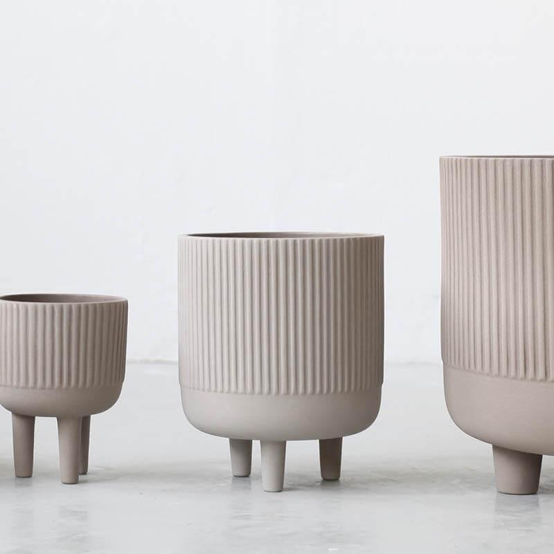 Bowl small large XL bloempot op drie pootjes kristina Dam studio byJensen