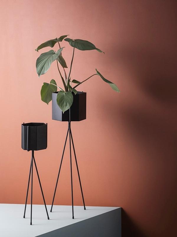 Hexagon pot Plant stand zwart Ferm Living