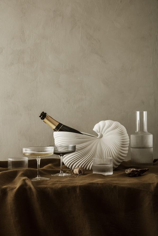 Shell pot en ripple champagneglas en karaf Ferm Living