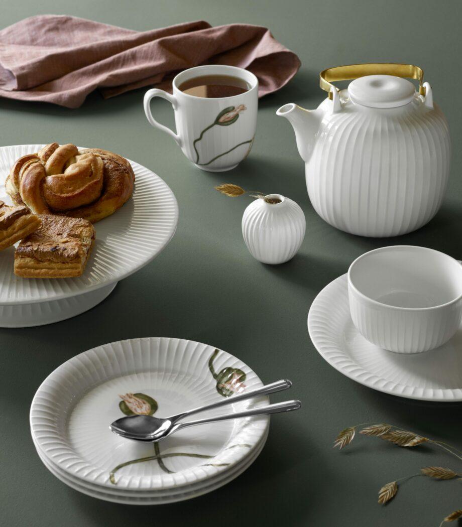 Kahler Poppy Hammershøi mok en borden theekan en schaal wit