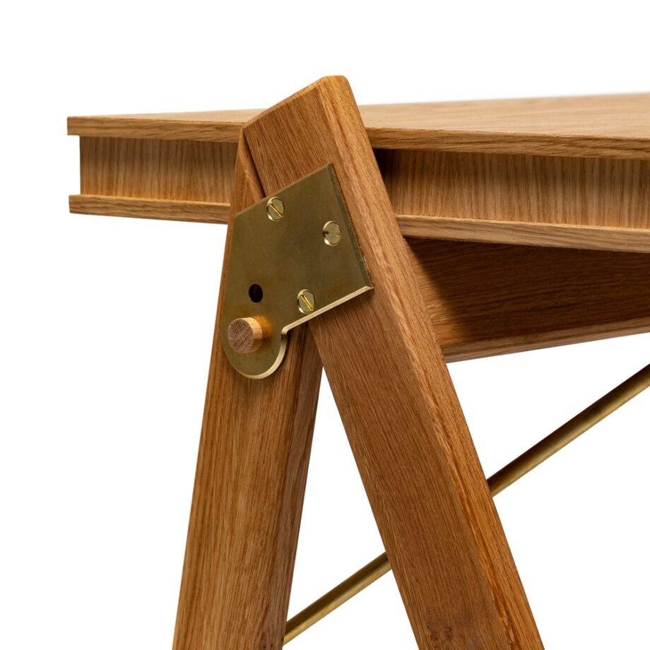 Close up We Do Wood Field desk bureau eikenhout messing eikenhout