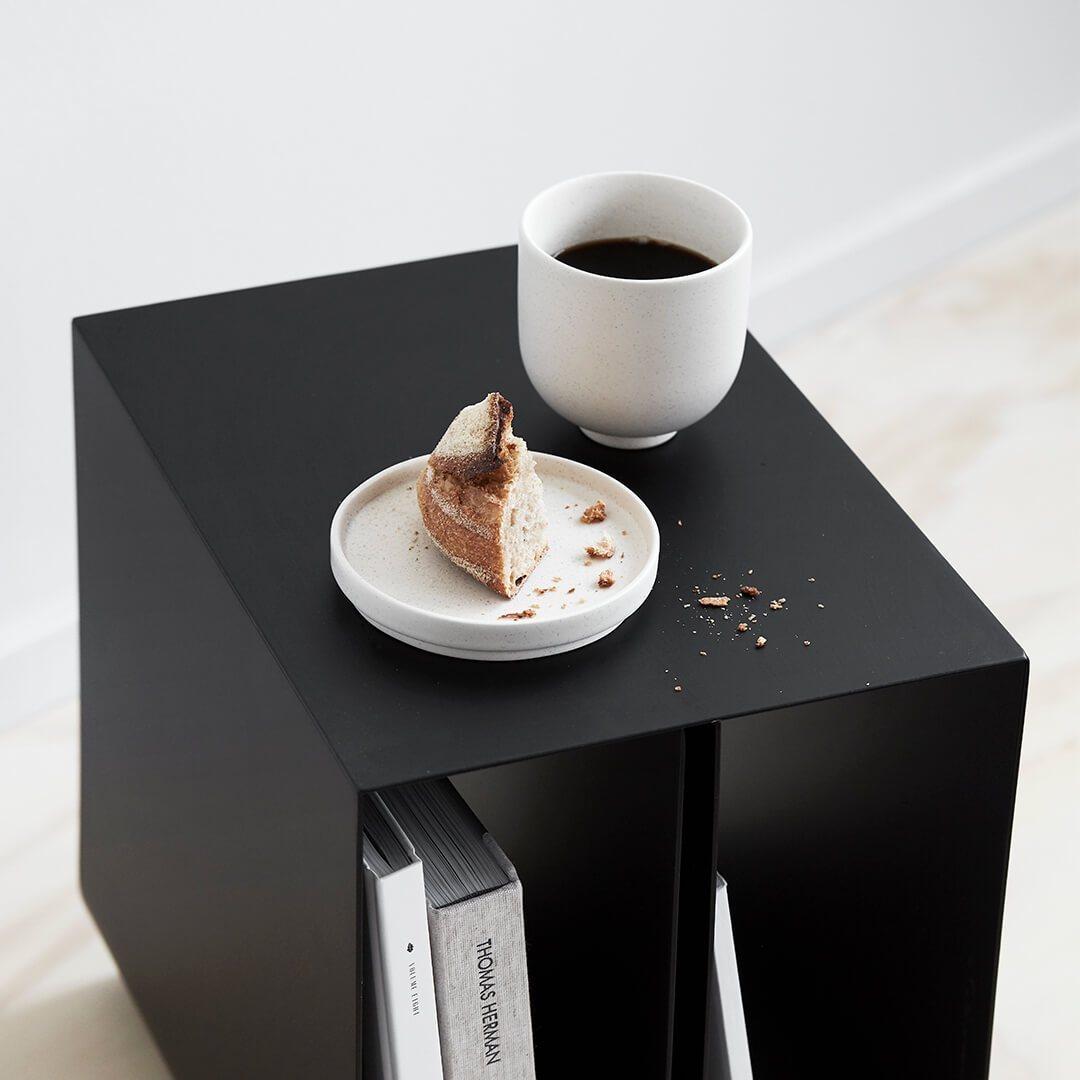 Kristina dam Studio Curved bijzettafel Setomono koffiemok en bord