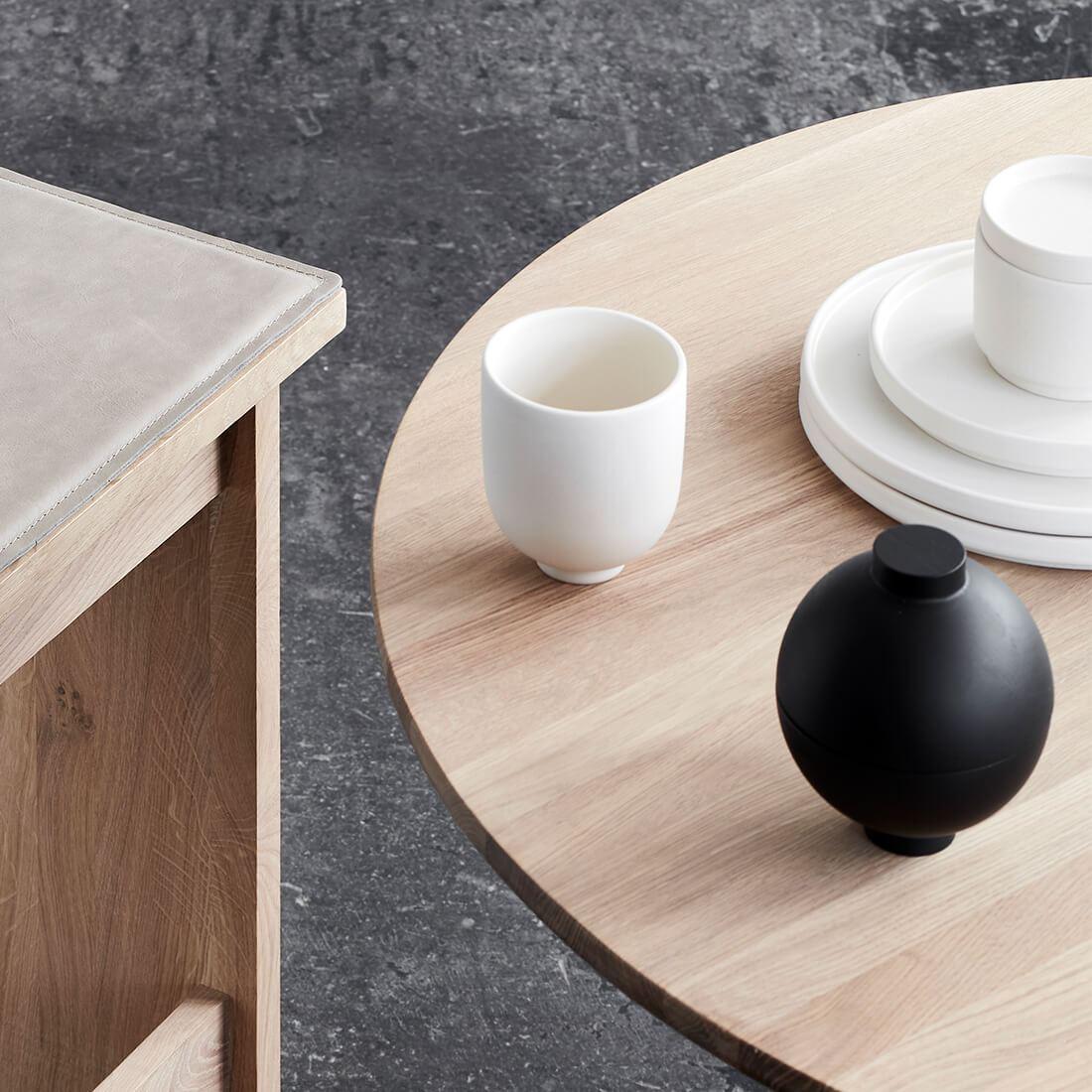 Kristina Dam studio servies Setomono en wooden sphere zwart