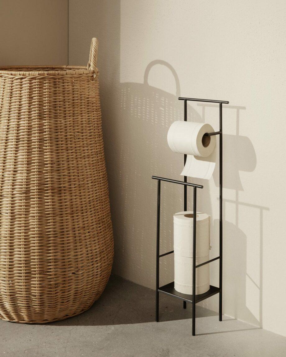 Ferm Living gevlochten wasmand Braided Laundry Basket dora toiletrolhouder
