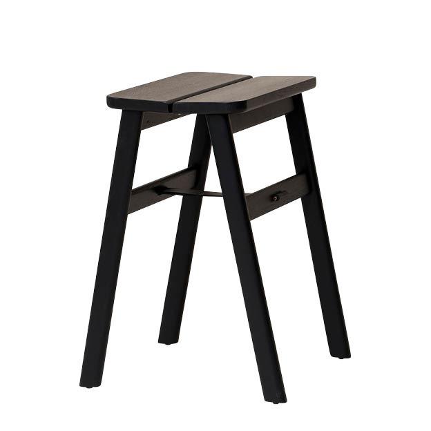Angle stool kruk zwart eiken Form & refine