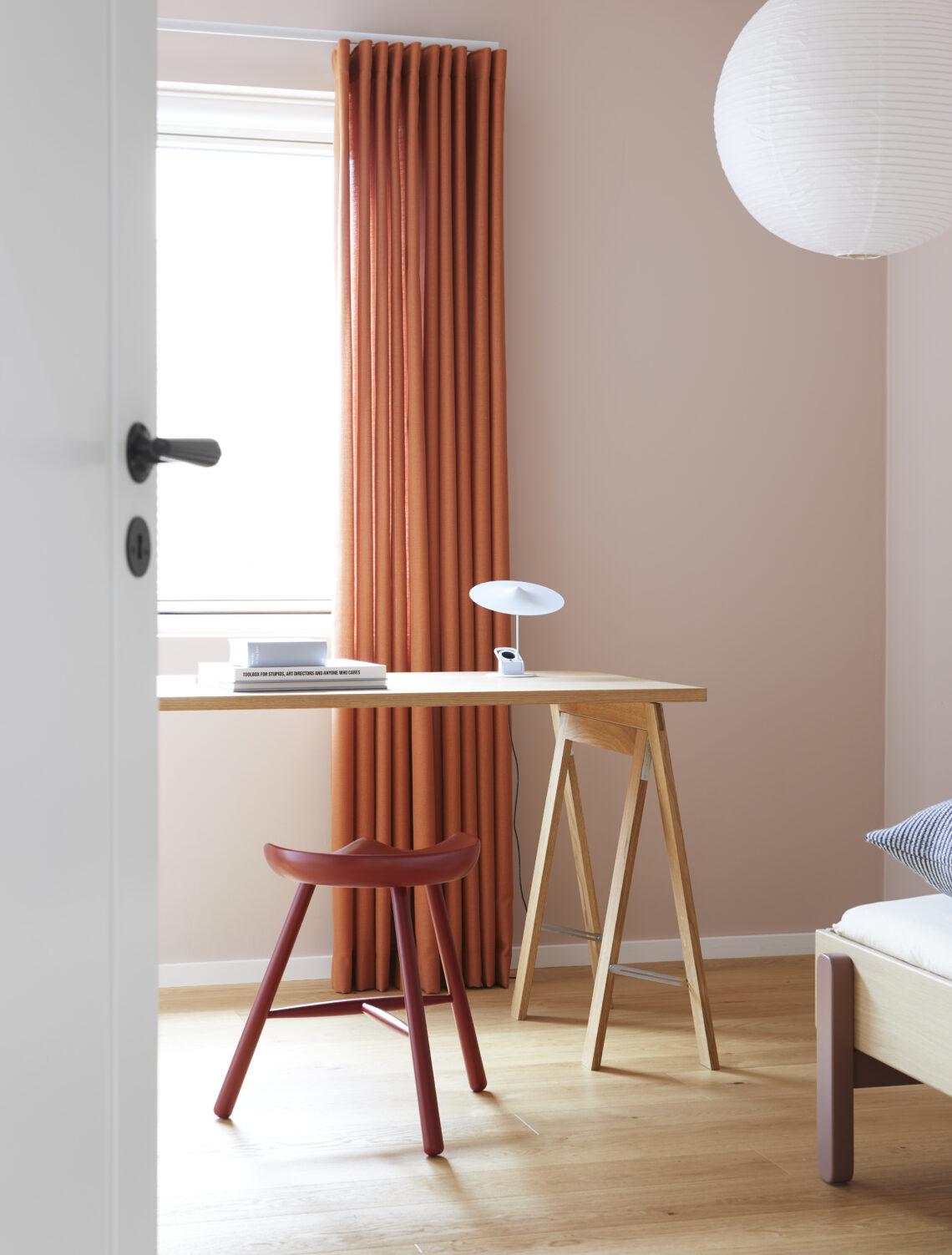 Form & Refine schoemaker chair 49 rood krukje