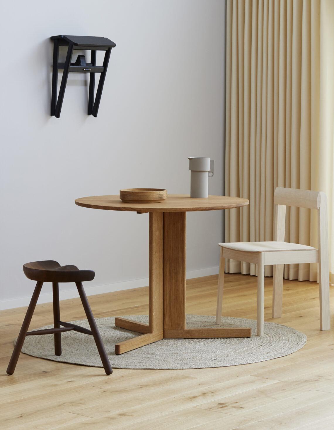 Form and refine Angle stool kruk zwart, Shoemaker chair gerookt eiken, blueprint stoel essenhout Trefoil tafel rond