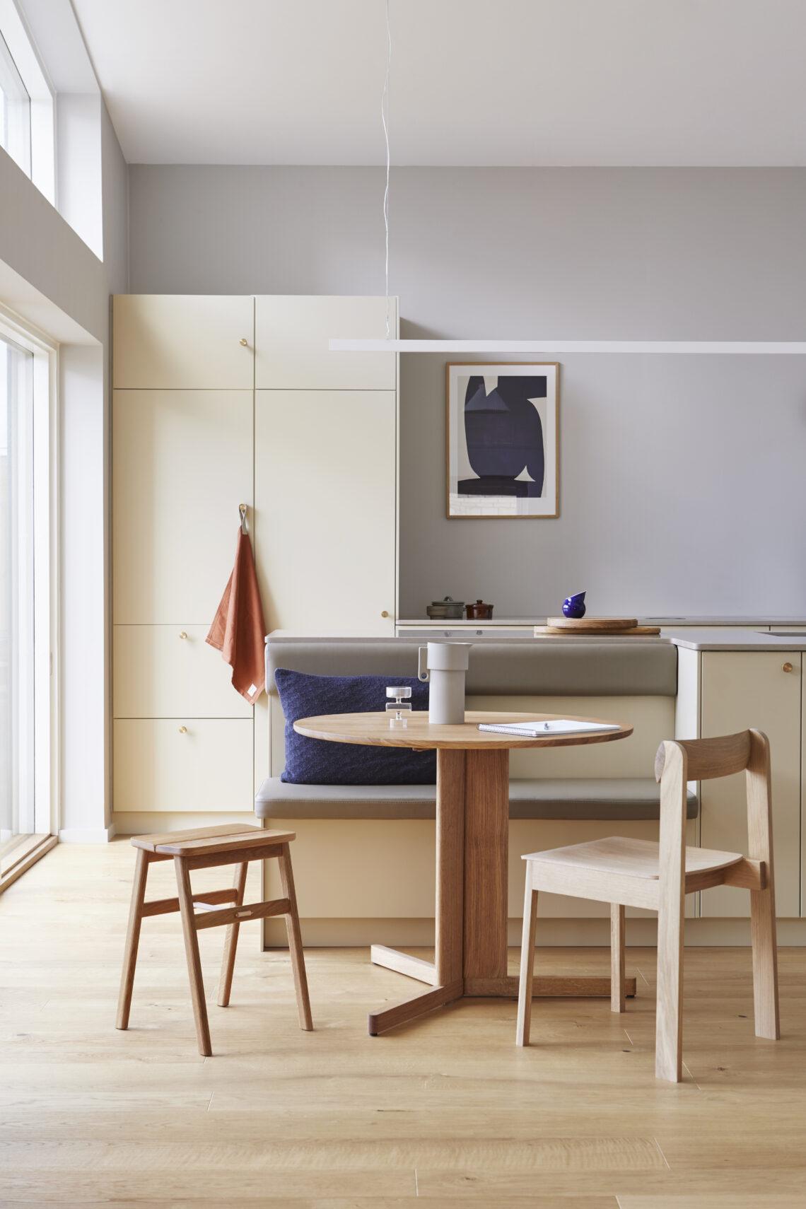 Form and refine Angle stool kruk eiken, Blueprint stoel eiken, Trefoil tafel rond