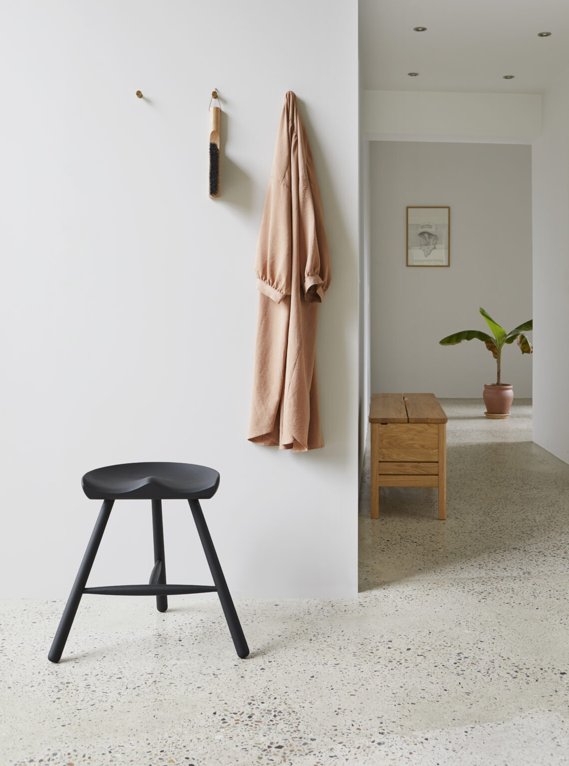 Form & Refine schoemaker chair 49 zwart krukje