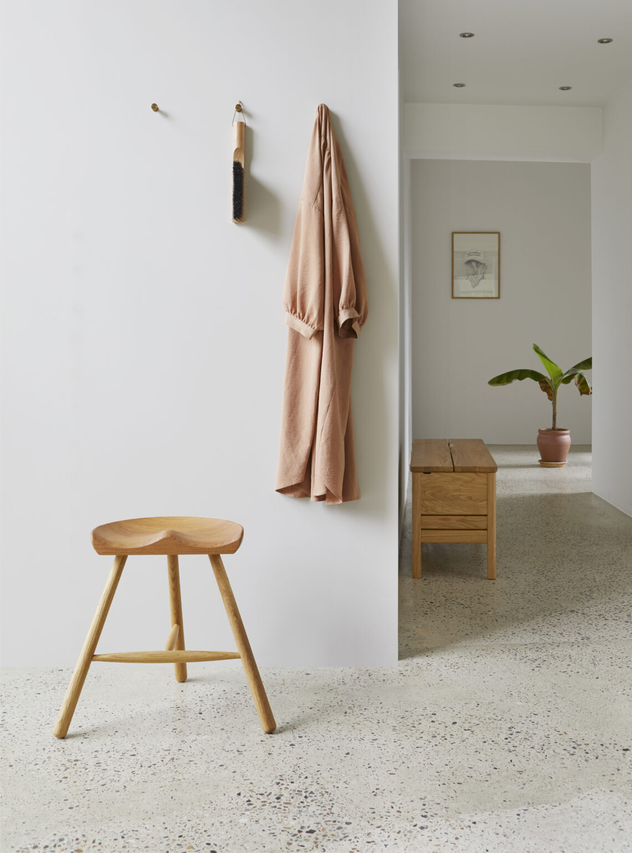 Form & Refine schoemaker chair 49 eikenhouten kruk
