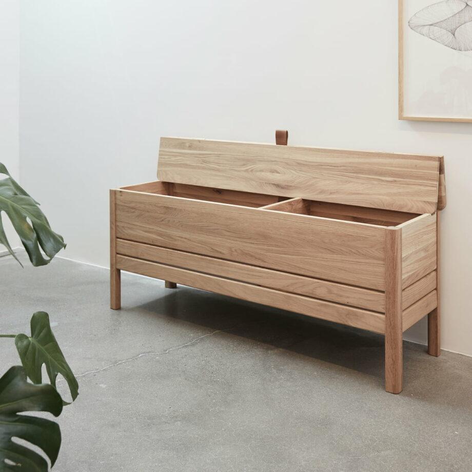 Form refine storage bench opbergbank 111 wit eiken geolied in hal