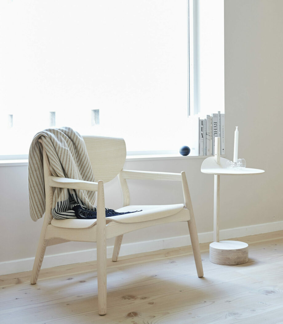 Form and refine plaid grijs, stilk sidetabel, origin lounge chair