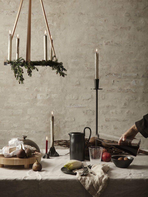 Ferm Living Hoy casted kandelaar staand op kersttafel
