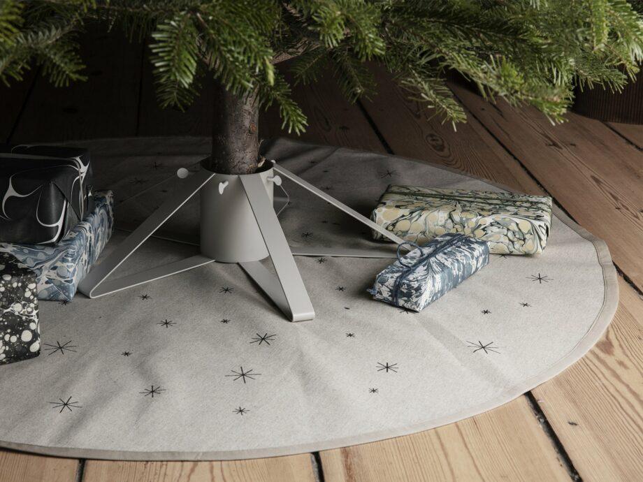 Ferm Living Kerstboomvoet stijlvol grijs metaal kerstboomstandaard